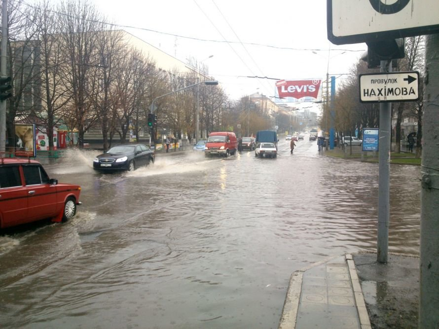 В  Мариуполе во время апрельского ливня затопило центральный проспект (ФОТОФАКТ), фото-3