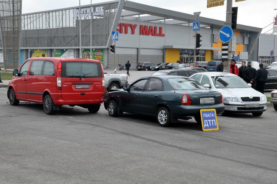 ДТП возле запорожского «Ашана». Пострадало три авто (ФОТО, ОБНОВЛЕНО), фото-2