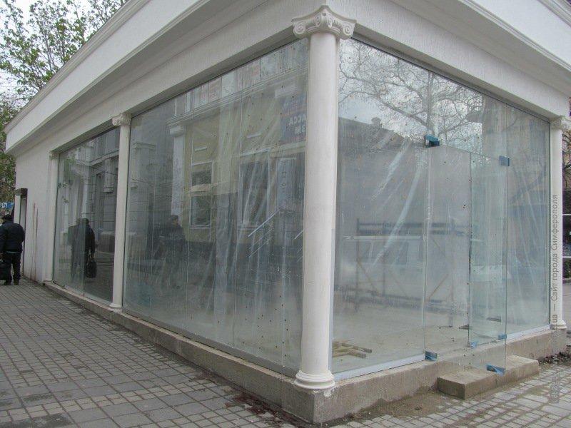 ФОТОФАКТ: Тротуар на ул. Горького разбирают ради незаконной стройки, фото-1