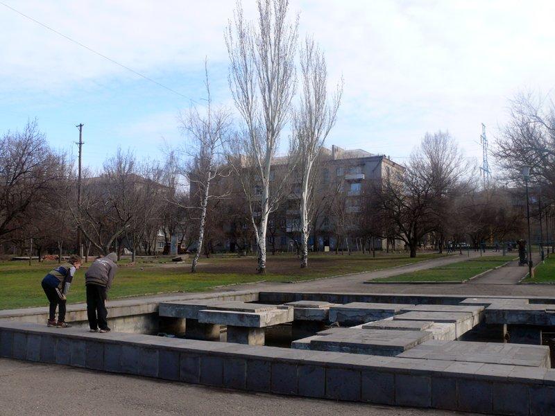 В луганском детском парке имени Щорса пока и не пахнет глобальной реконструкцией (ФОТО), фото-1