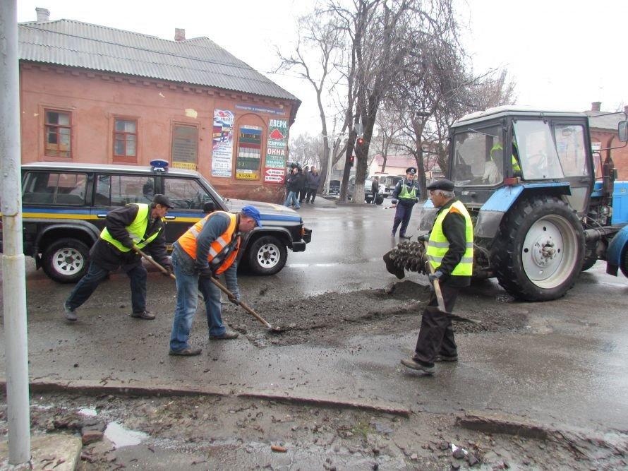 Лед тронулся! В Мариуполе в первую очередь отремонтируют подъездные дороги к церквям и кладбищам (ФОТО), фото-1