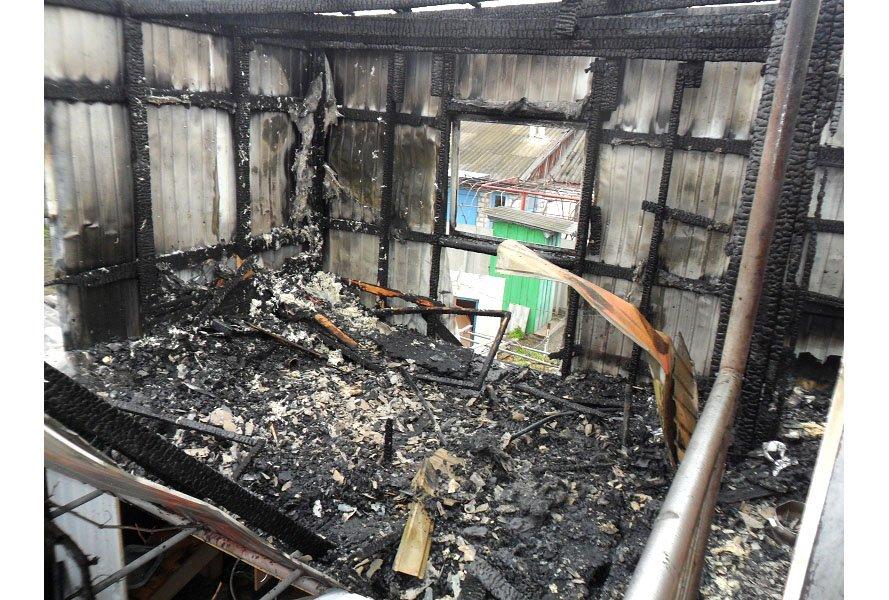 В Бердянске произошел крупный пожар: сгорела летняя кухня (ФОТО), фото-2