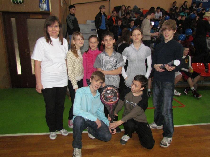 Бадминтон - в массы: в Мариуполе школьникам для соревнований вручили китайские воланчики (ФОТО), фото-9