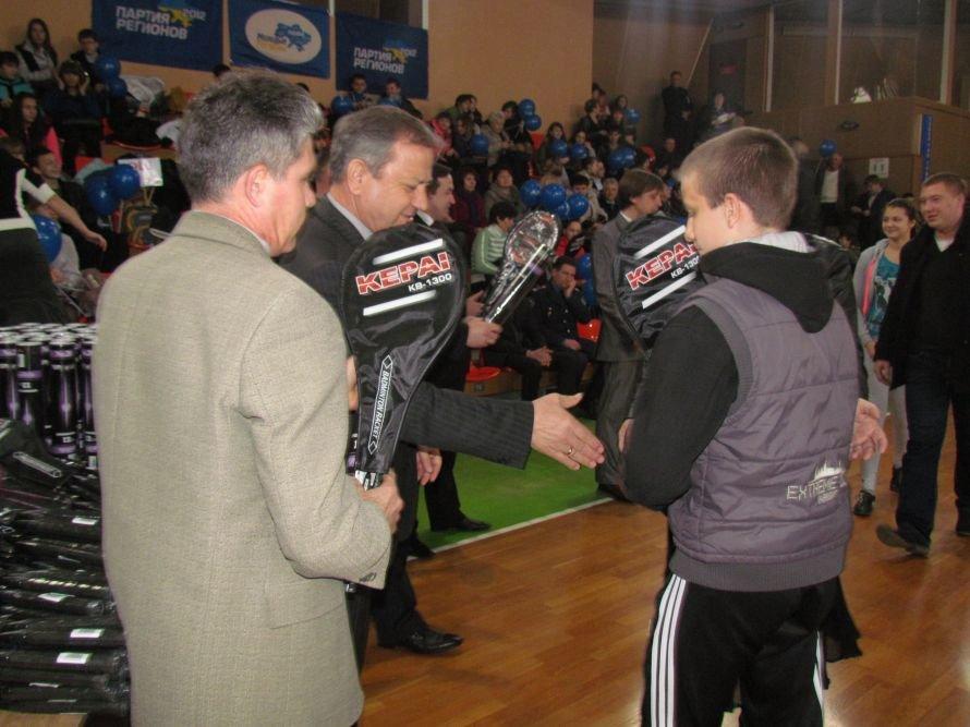 Бадминтон - в массы: в Мариуполе школьникам для соревнований вручили китайские воланчики (ФОТО), фото-8