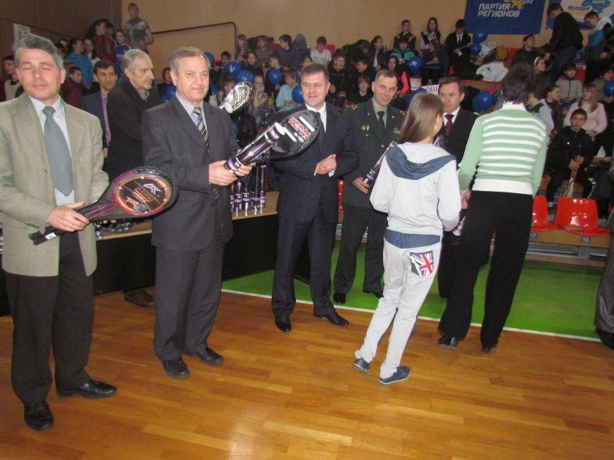 Бадминтон - в массы: в Мариуполе школьникам для соревнований вручили китайские воланчики (ФОТО), фото-7