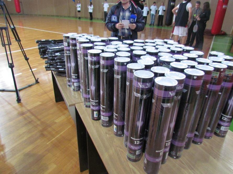 Бадминтон - в массы: в Мариуполе школьникам для соревнований вручили китайские воланчики (ФОТО), фото-5