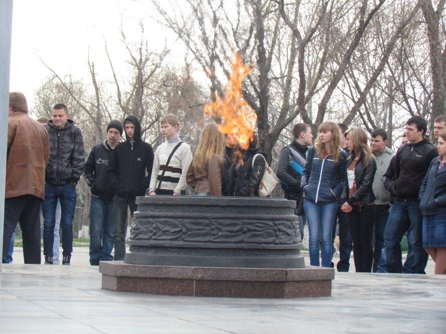 В Мариуполе развернули 200-метровую копию знамени Победы и «включили» Вечный огонь (ФОТО), фото-6