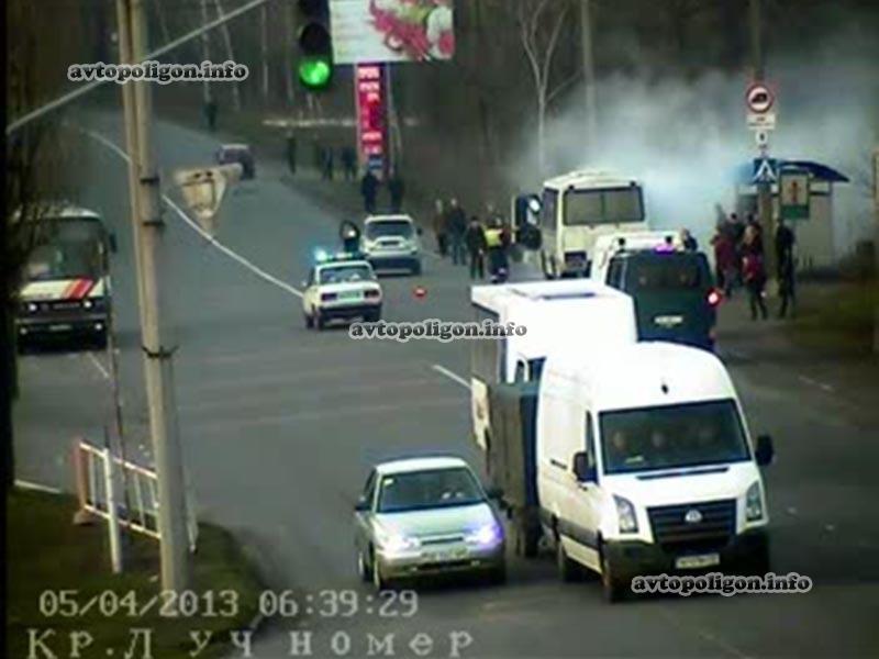 В Красном Луче прямо на остановке загорелся автобус с пассажирами (ФОТО), фото-2