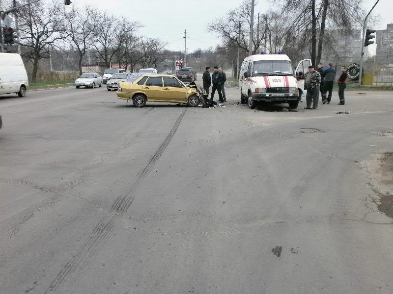 В Мариуполе «ВАЗ» врезался в «скорую». Пострадала фельдшер (ФОТО), фото-3