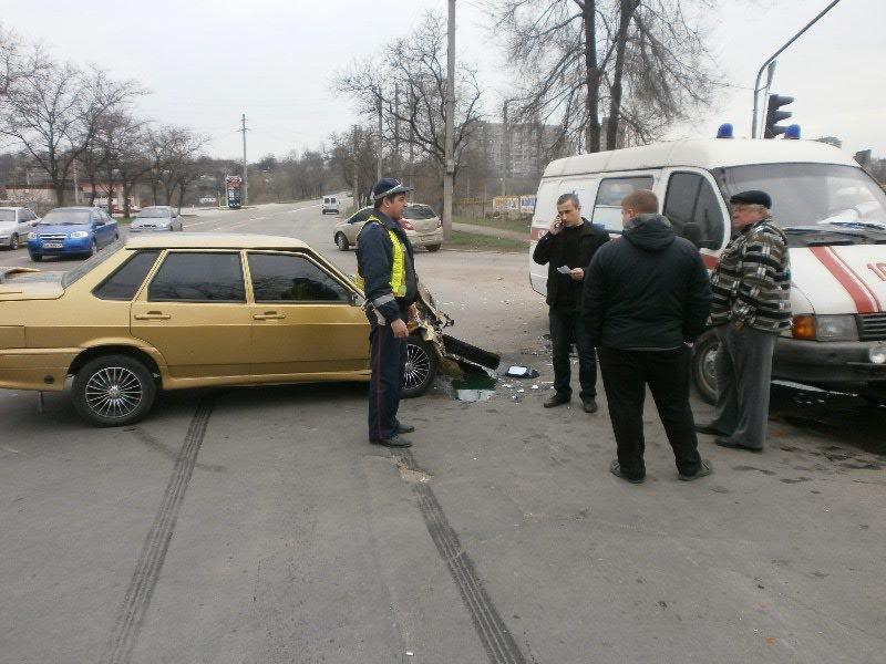 В Мариуполе «ВАЗ» врезался в «скорую». Пострадала фельдшер (ФОТО), фото-1