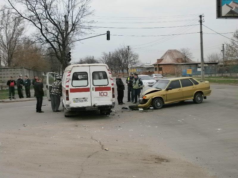 В Мариуполе «ВАЗ» врезался в «скорую». Пострадала фельдшер (ФОТО), фото-2