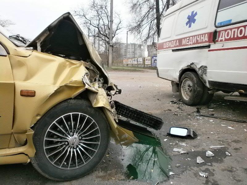 В Мариуполе «ВАЗ» врезался в «скорую». Пострадала фельдшер (ФОТО), фото-4