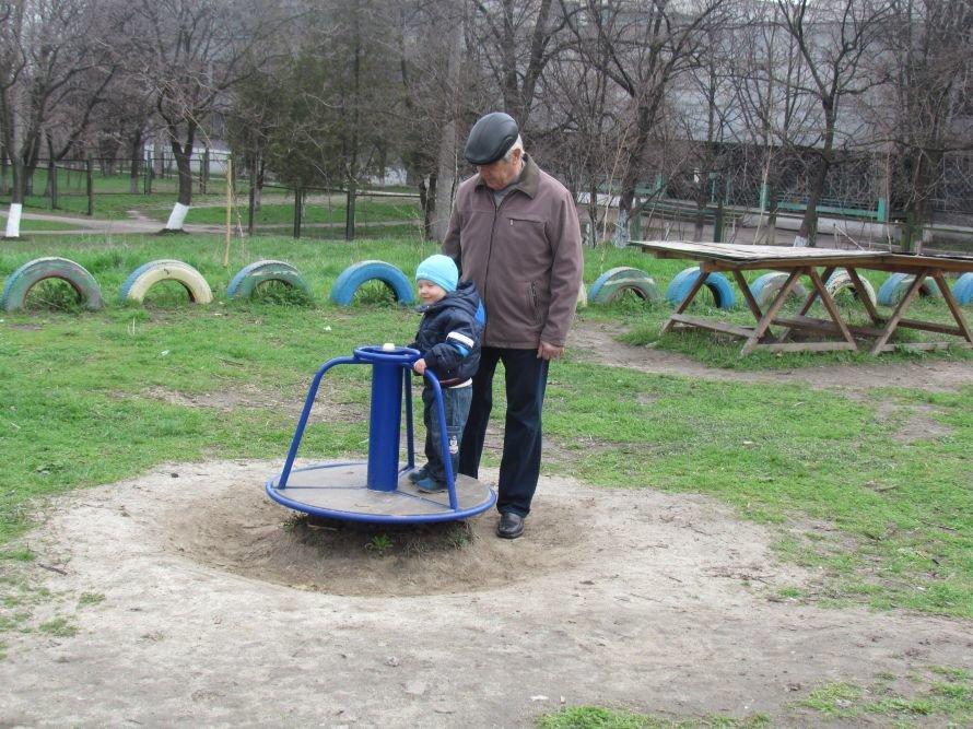 В Мариуполе жители превратили пустырь в детскую площадку (ФОТО), фото-1