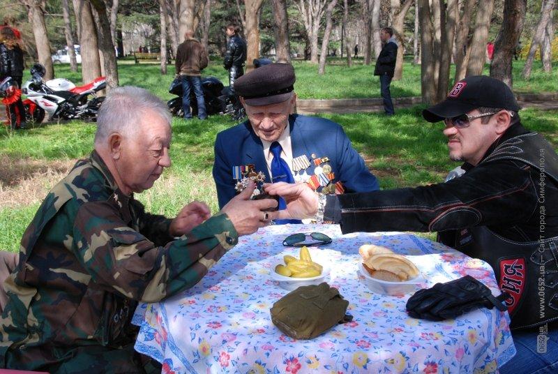 Чиновники заставили ветеранов подождать, а байкеры угощали солдатской кашей (ФОТО), фото-3
