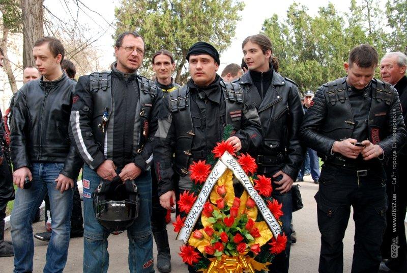 Чиновники заставили ветеранов подождать, а байкеры угощали солдатской кашей (ФОТО), фото-1