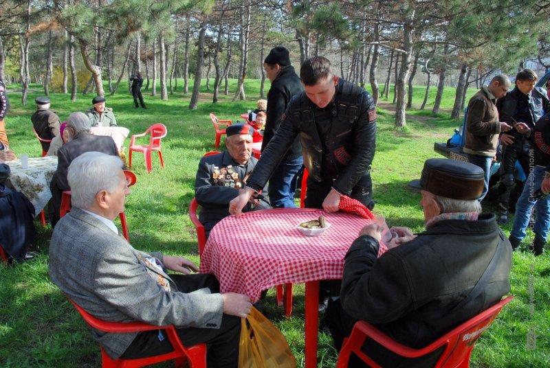 Чиновники заставили ветеранов подождать, а байкеры угощали солдатской кашей (ФОТО), фото-2