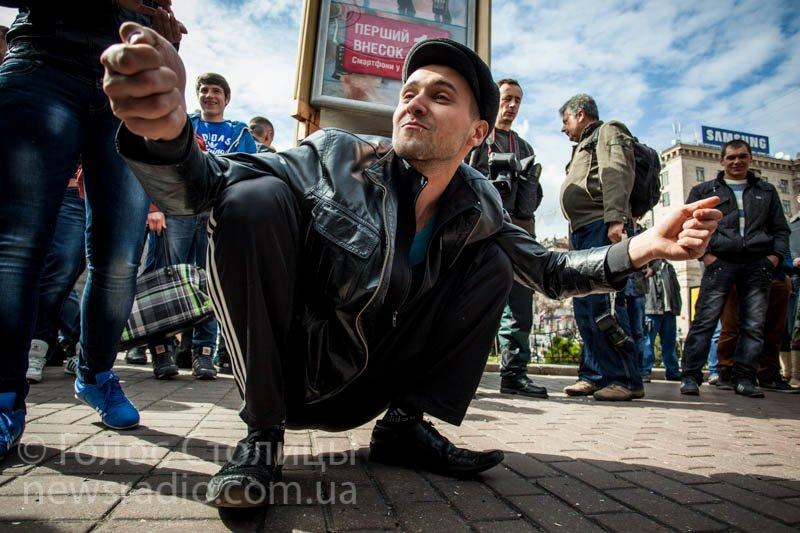 В центре Киева собрались гопники, чтобы полузгать семечки (ФОТО), фото-1