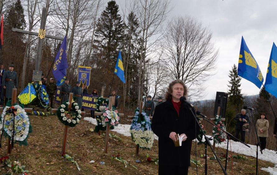 Слова на честь Героїів Карпатської України виголошує Остап Стахів