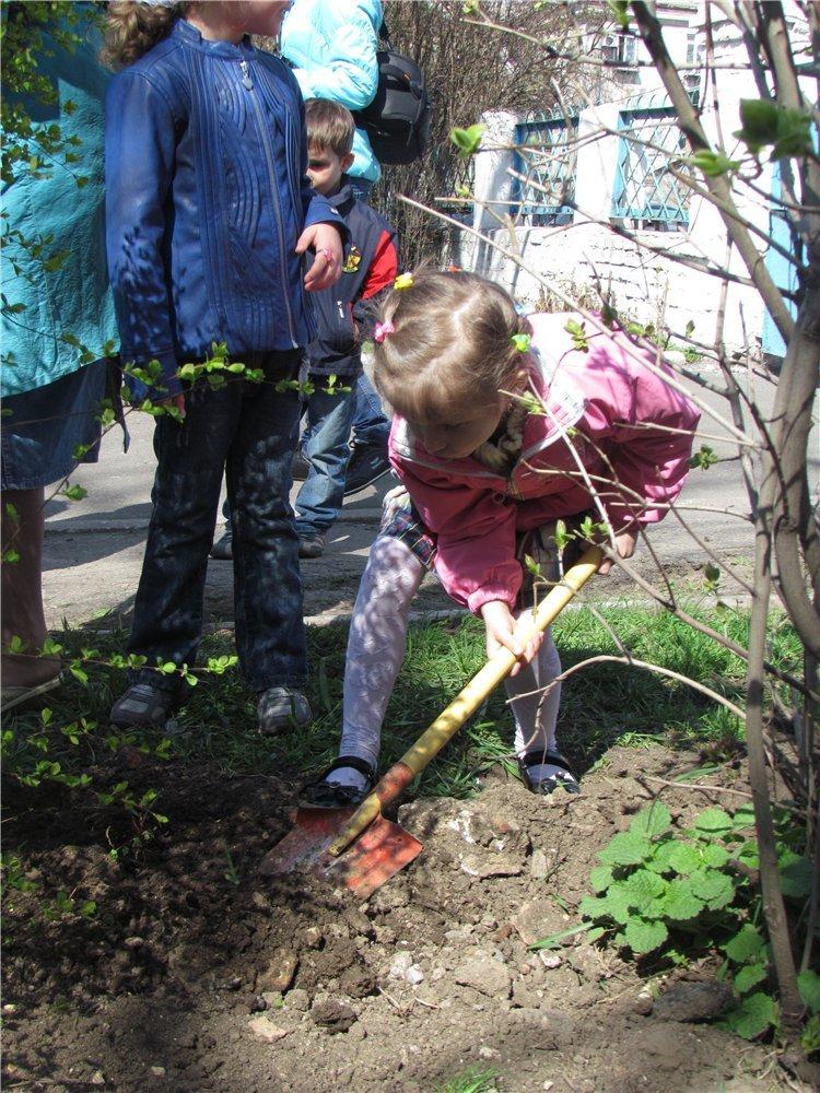В Мариуполе дети высадили березовую аллею (ФОТО), фото-4