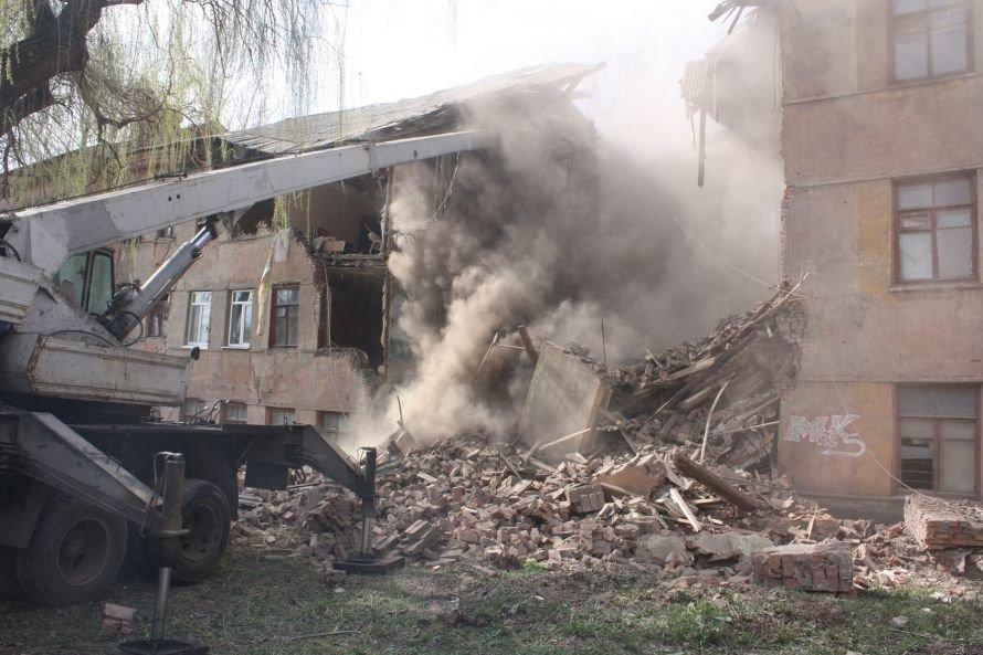 В Донецкой области около ста домов, которые могут в любой момент  рухнуть (фото), фото-1