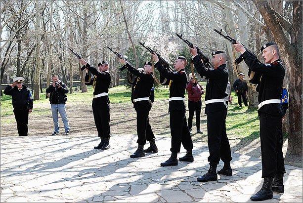 В Феодосии отпраздновали 69-ю годовщину освобождения города от фашистских захватчиков (ФОТО), фото-1
