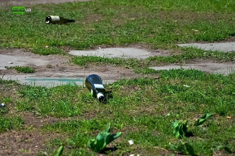 Луганчане помогают коммунальным службам загрязнять парк «Дружба» (ФОТО), фото-16