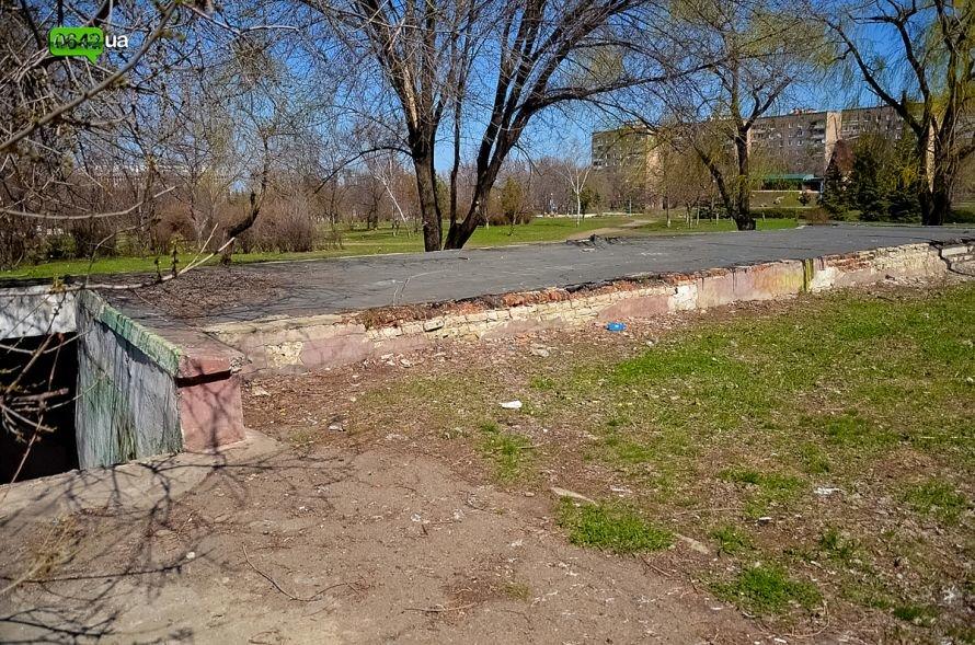Луганчане помогают коммунальным службам загрязнять парк «Дружба» (ФОТО), фото-12