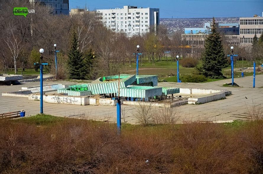 Луганчане помогают коммунальным службам загрязнять парк «Дружба» (ФОТО), фото-1
