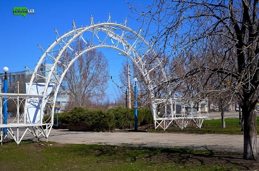 Луганчане помогают коммунальным службам загрязнять парк «Дружба» (ФОТО), фото-22
