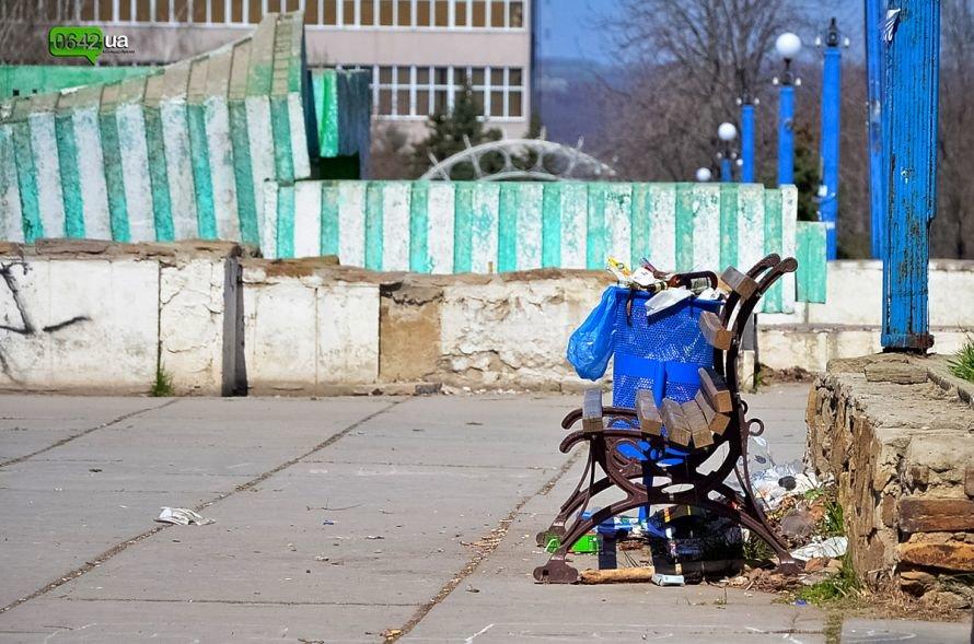 Луганчане помогают коммунальным службам загрязнять парк «Дружба» (ФОТО), фото-10
