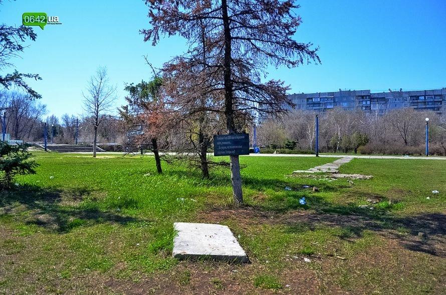 Луганчане помогают коммунальным службам загрязнять парк «Дружба» (ФОТО), фото-7