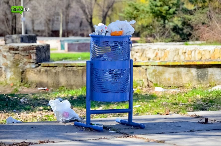 Луганчане помогают коммунальным службам загрязнять парк «Дружба» (ФОТО), фото-9