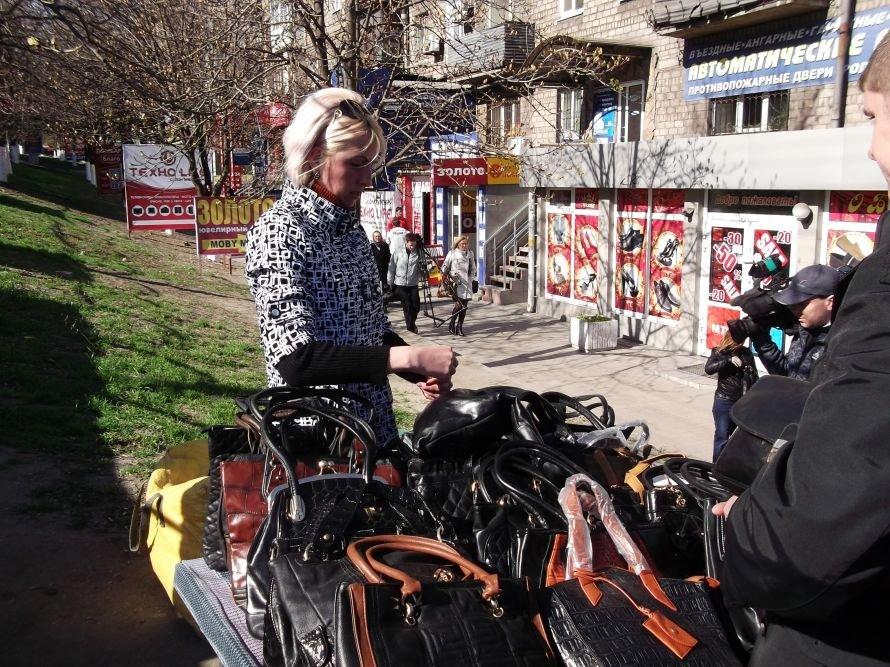 Шестое чувство? В Мариуполе во время рейда исчезли уличные торговцы (ФОТО), фото-2