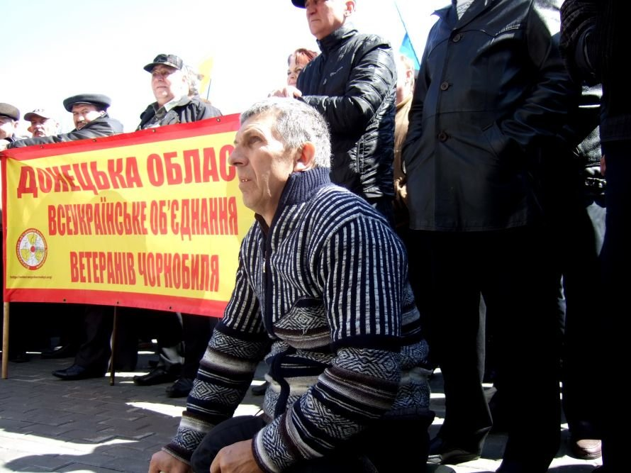 Донецкие чернобыльцы пришли отстаивать свои права, требуя встречи с губернатором (фото), фото-2