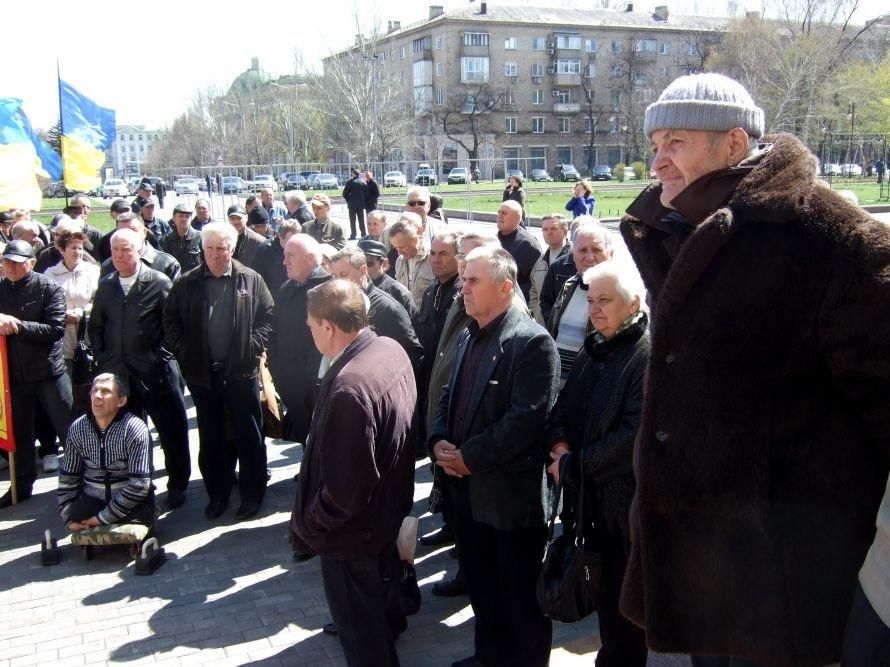 Донецкие чернобыльцы пришли отстаивать свои права, требуя встречи с губернатором (фото), фото-1
