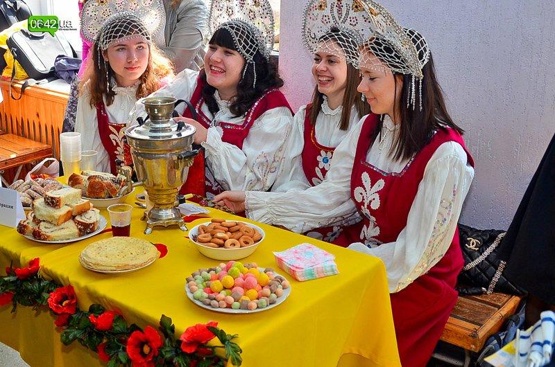 Студенты Луганского университета пели, плясали и угощали гостей национальными блюдами (ФОТО), фото-6