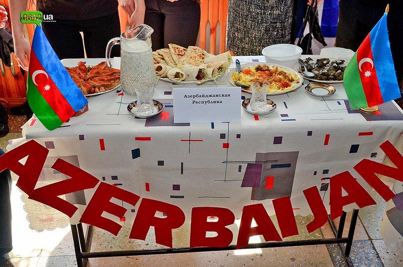 Студенты Луганского университета пели, плясали и угощали гостей национальными блюдами (ФОТО), фото-1
