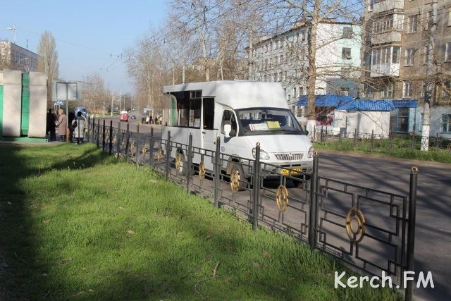 В Керчи маршрутка наехала на женщину-дворника (ФОТО) (ВИДЕО), фото-1