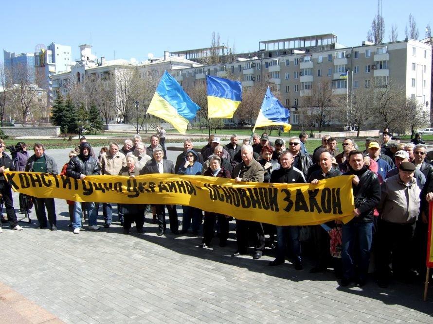 Итоги среды:  В Донецке чернобыльцы требовали равенства перед законом, донецким школьникам рассказали сказки старого льва, фото-1
