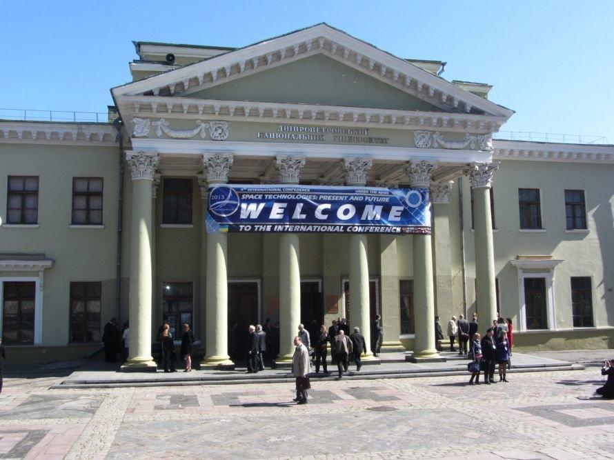 17 апреля: в Днепропетровске собрались ракетчики со всего мира, а власти решили пропагандировать конный спорт, фото-1