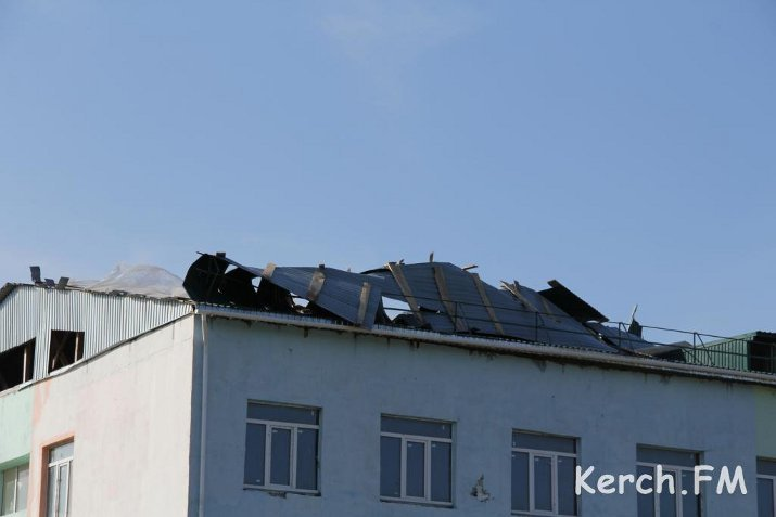 У многострадального дома для военных в Керчи снесло крышу (ФОТО), фото-1