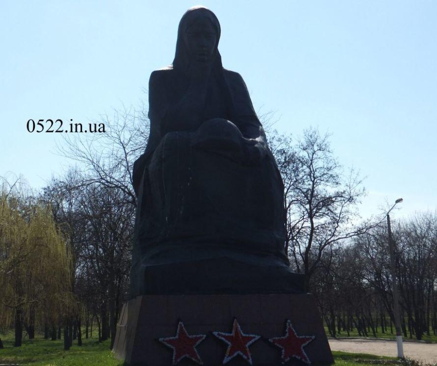 О памятниках не вспомнили даже на праздник. Фото, фото-3