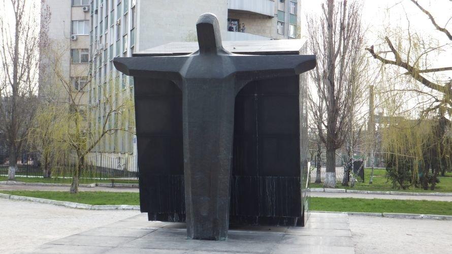 О памятниках не вспомнили даже на праздник. Фото, фото-5