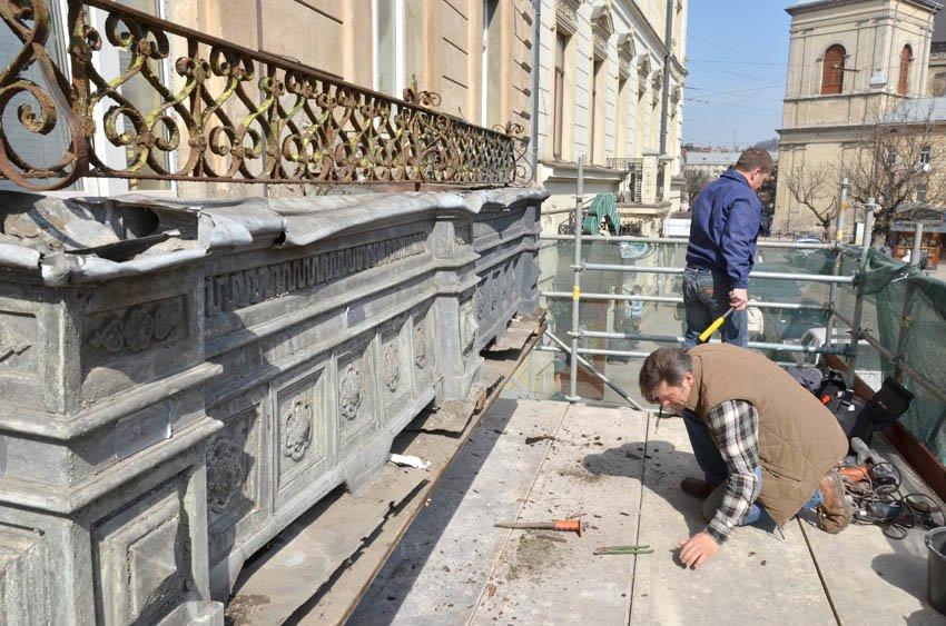 У Львові реставрують балкон «епохи історизму» (ФОТО), фото-1
