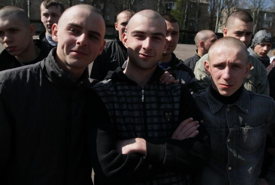 Итоги четверга: Ахметову не понравилось быть в списке самых богатых евреев,   800 донецких призывников отправились служить в армию, фото-1