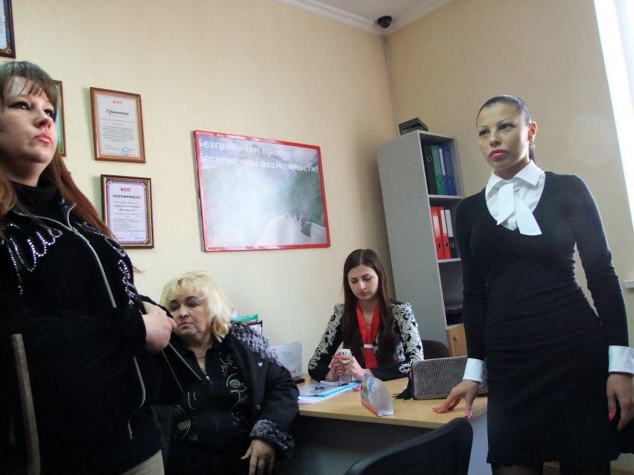 В Донецке разгневанные вкладчики с вилами штурмовали офис кредитного союза (фото, видео), фото-2