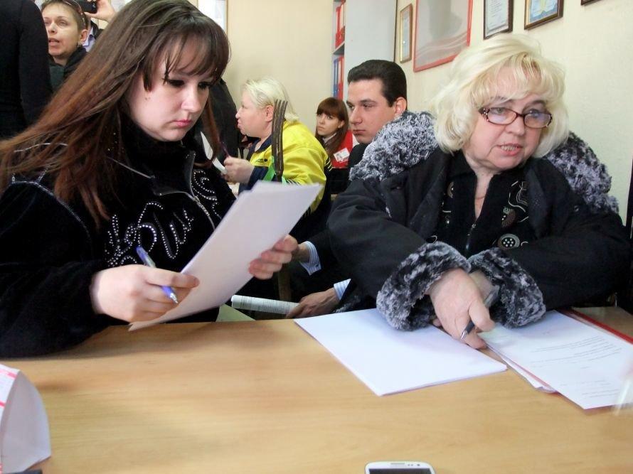 В Донецке разгневанные вкладчики с вилами штурмовали офис кредитного союза (фото, видео), фото-4