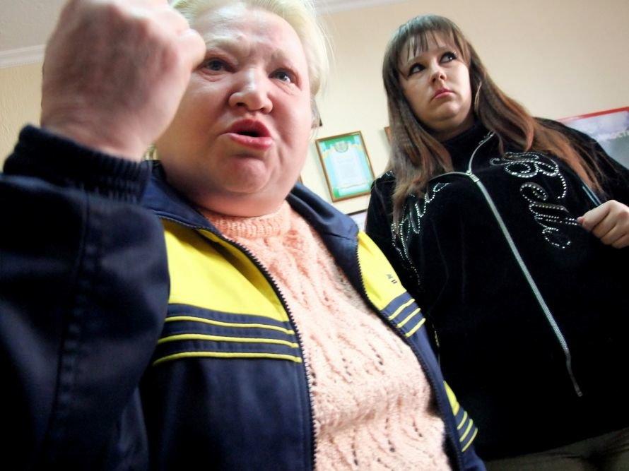 В Донецке разгневанные вкладчики с вилами штурмовали офис кредитного союза (фото, видео), фото-3