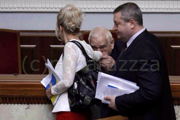 Как Звягильский целовал руку Фарион (фото), фото-1
