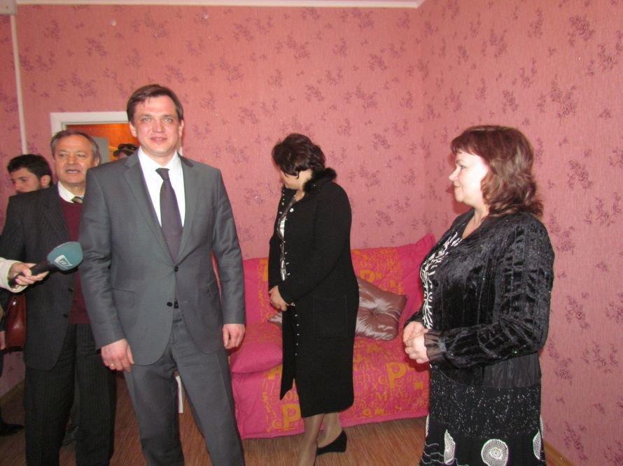 В Мариуполе детский дом семейного типа получил квартиру в новостройке (ФОТО), фото-3